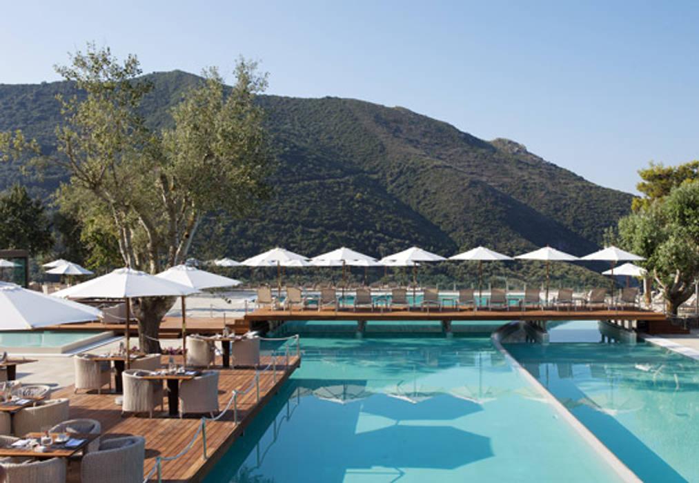 POOL: Hotel in stile  di Style&Design