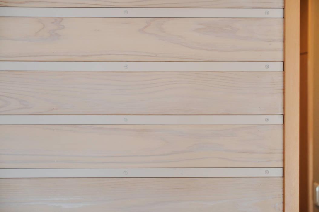 掲示スペース: (株)独楽蔵 KOMAGURAが手掛けた壁です。,モダン