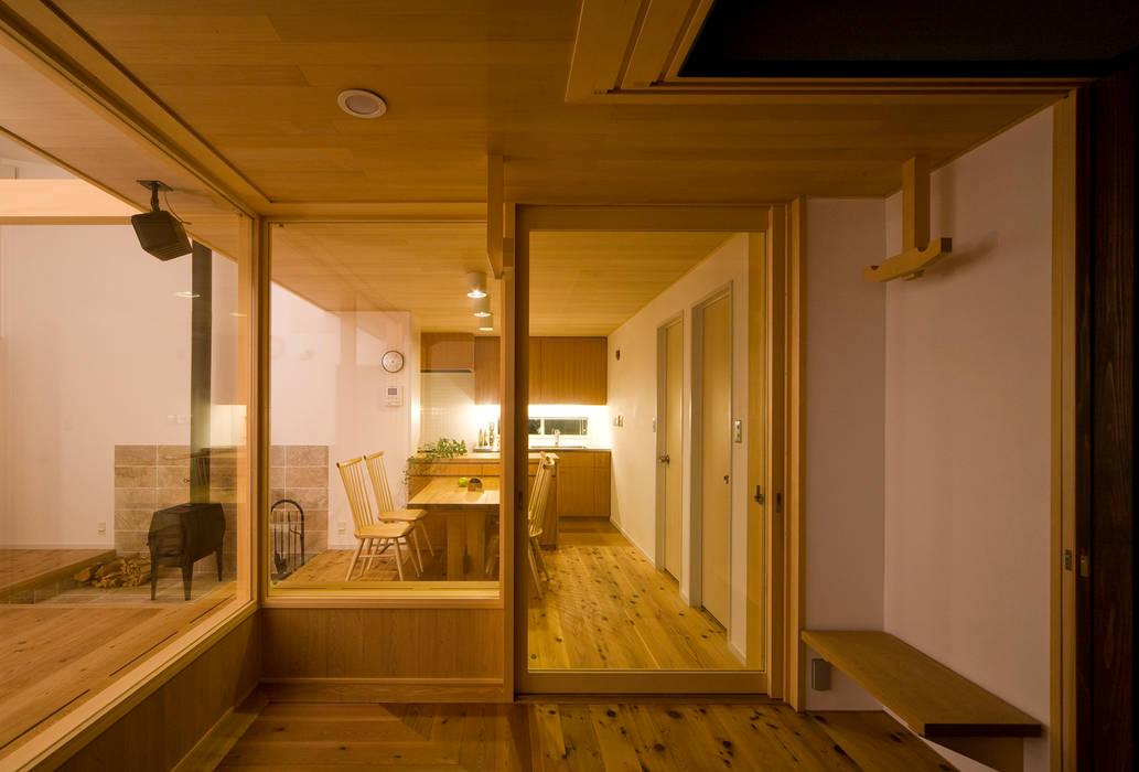 Comedores de estilo  por 岩川アトリエ, Moderno