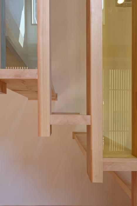 流山中庭を囲む家 Modern Corridor, Hallway and Staircase by 高野三上アーキテクツ一級建築設計事務所 TM Architects Modern