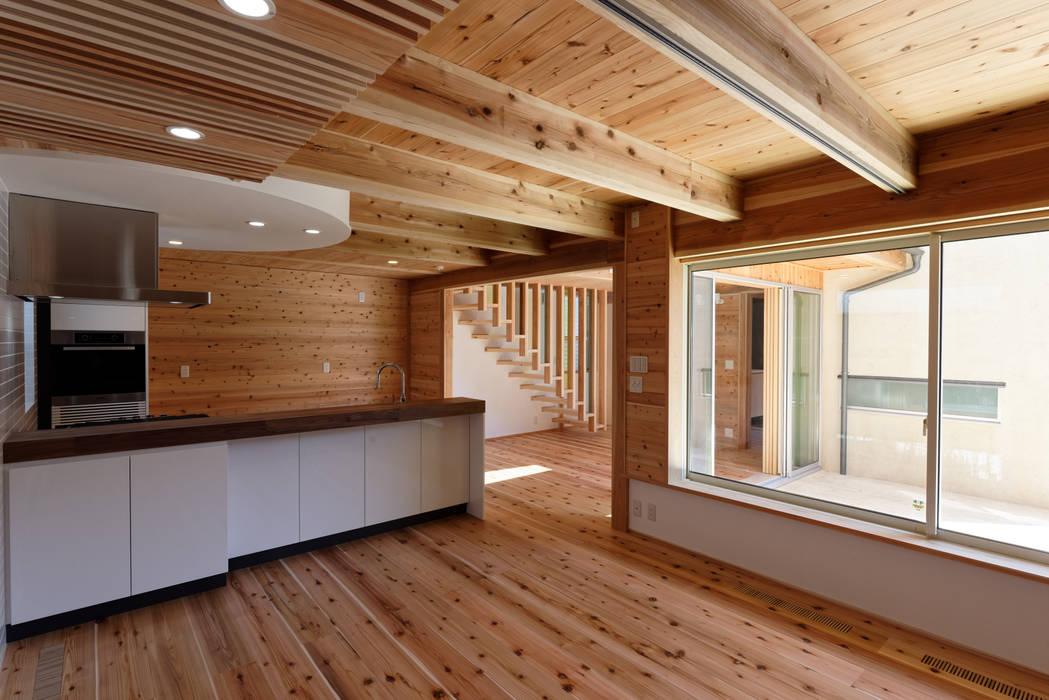 流山中庭を囲む家 Modern style bedroom by 高野三上アーキテクツ一級建築設計事務所 TM Architects Modern