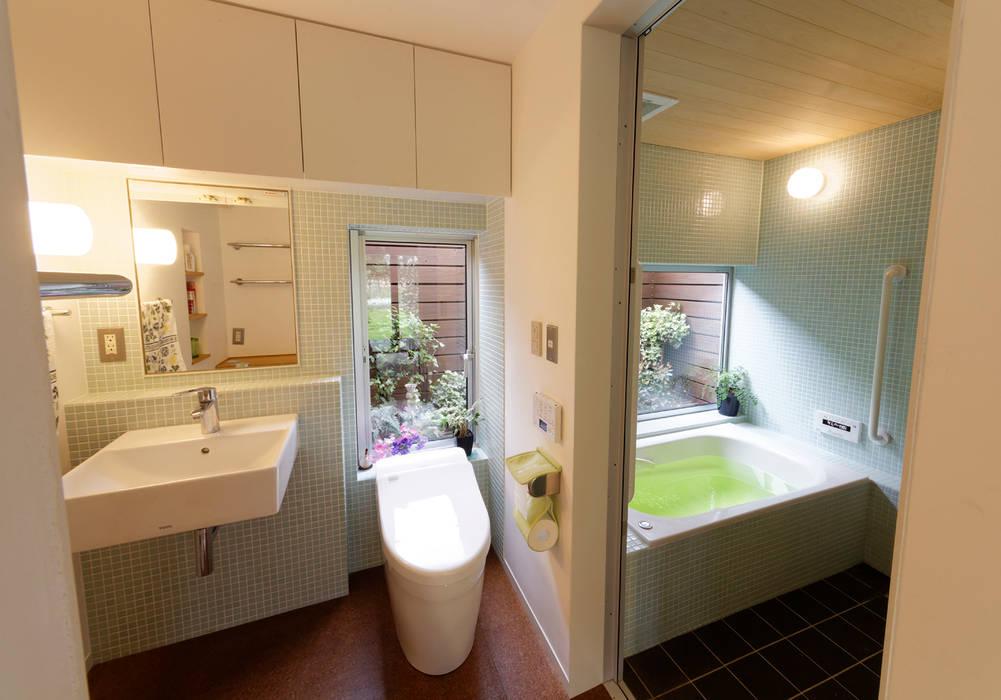 Modern bathroom by 岩川アトリエ Modern