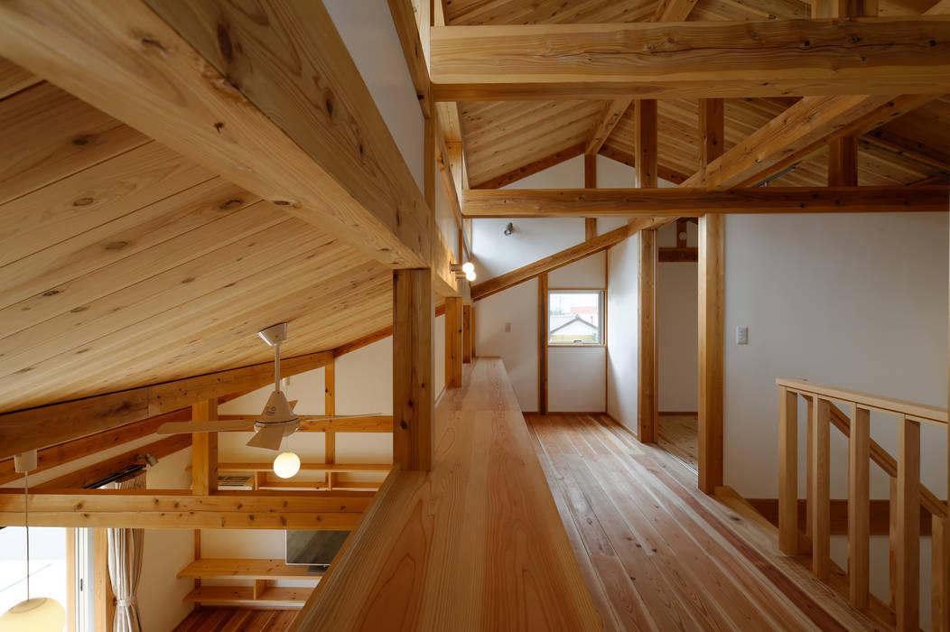 高野三上アーキテクツ一級建築設計事務所 TM Architects Asian style corridor, hallway & stairs