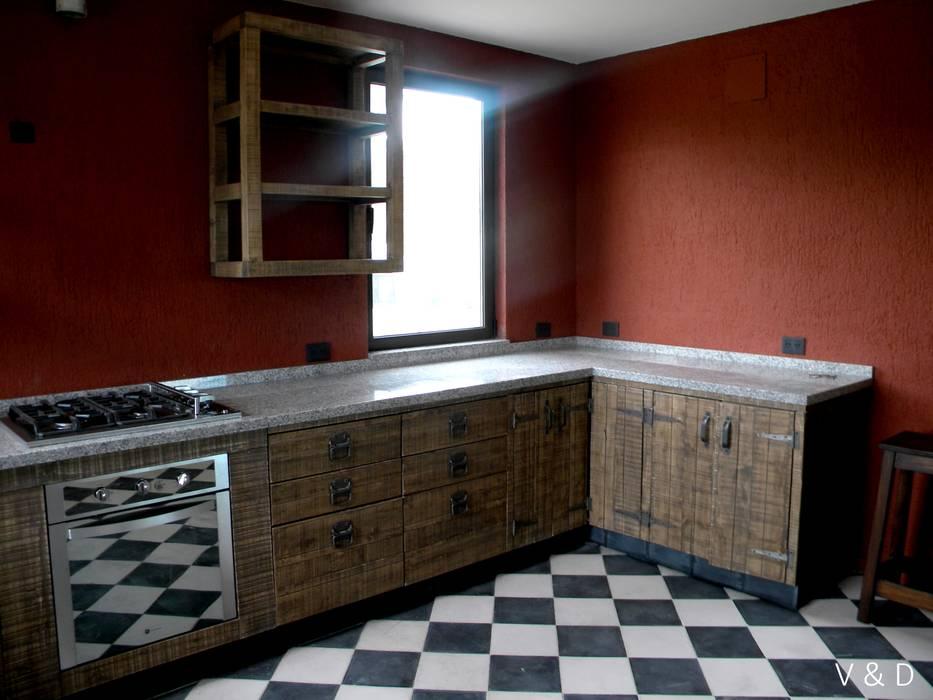 Küche von veta & diseño, industrial massivholz mehrfarbig ...