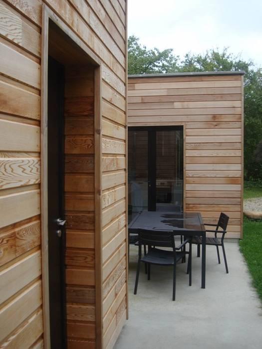 terrasse / accès cuisine: Maisons de style  par Olivier Olindo Architecte