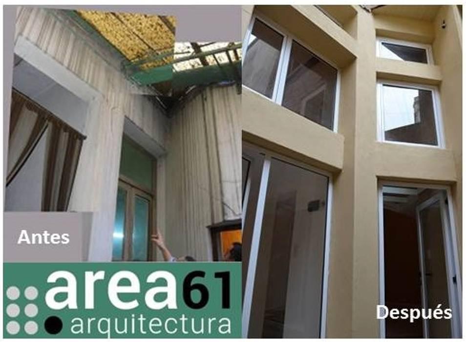 Patio de acceso: Casas de estilo  por Area61 Arquitectura