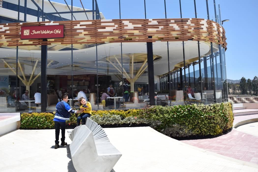 Jardín vertical Exterior Jardines de invierno de estilo tropical de Verde & Verde Ingenieros & Arquitectos SAS Tropical
