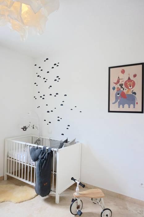 Chambre d'enfant - Nurserie pour un petit garçon: Chambre d'enfant de style de style Moderne par SARL Morgane Herve