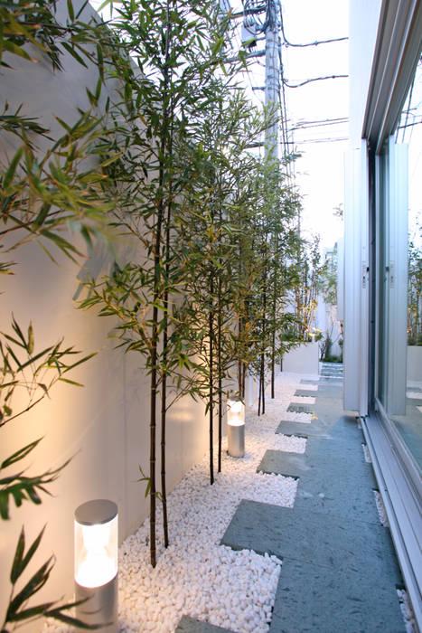 東京タワーと桜の見える家: 設計事務所アーキプレイスが手掛けた庭です。,