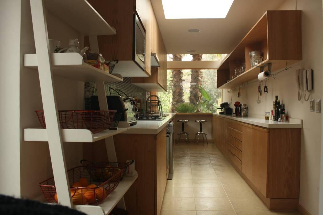 Dapur oleh PARQ Arquitectura, Modern
