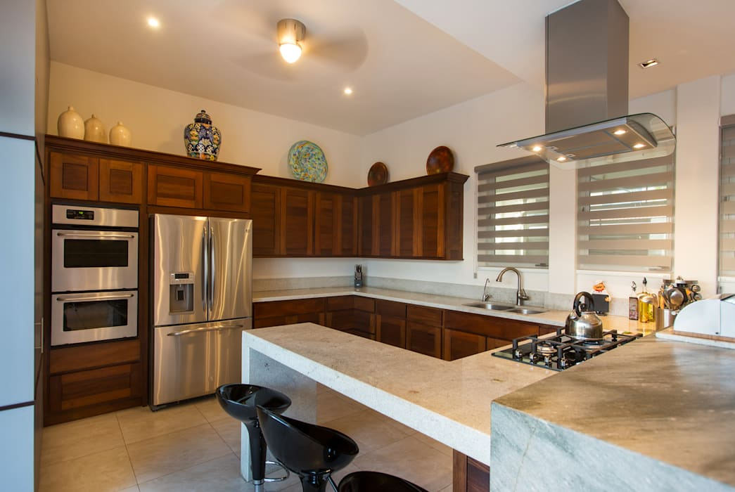 Moderne keukens van Grupo Arsciniest Modern Hout Hout