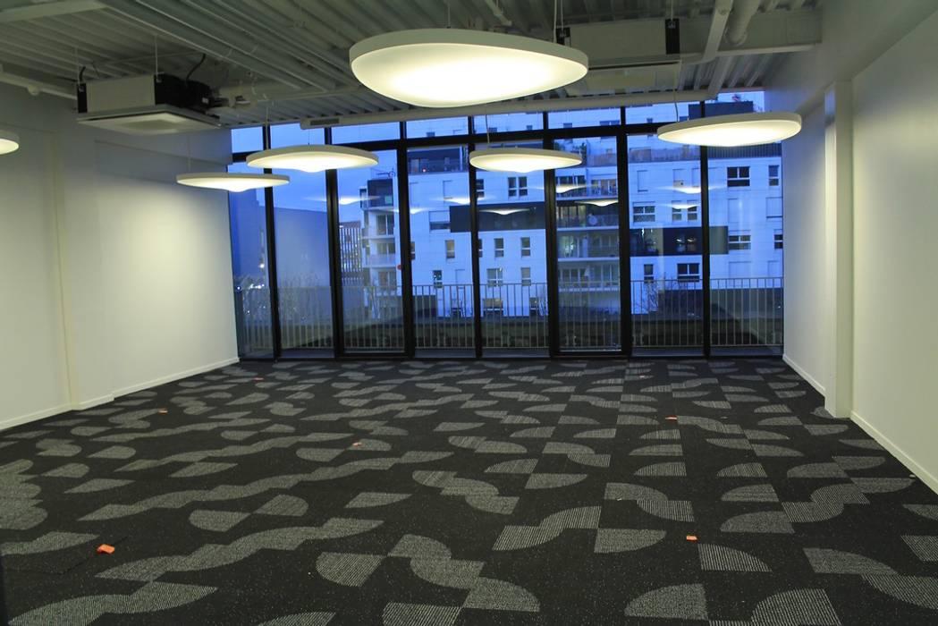 """Les bureaux """"Mon Maitre Carré"""": Bureaux de style  par Sandia Design"""