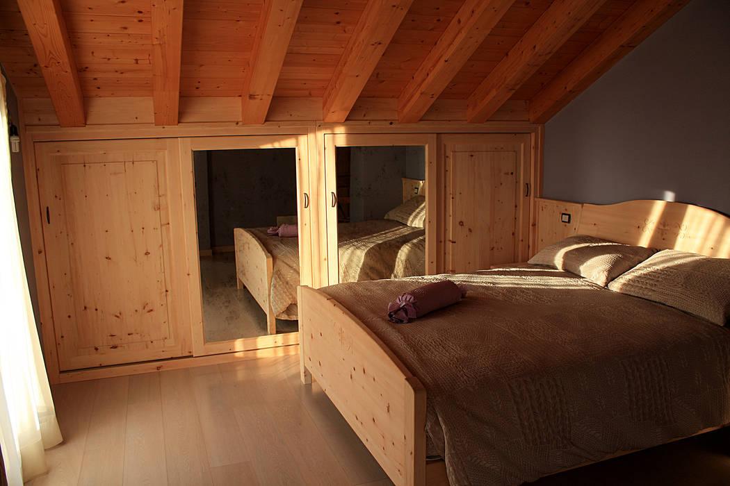 Camera sottotetto di universo legno rustico | homify