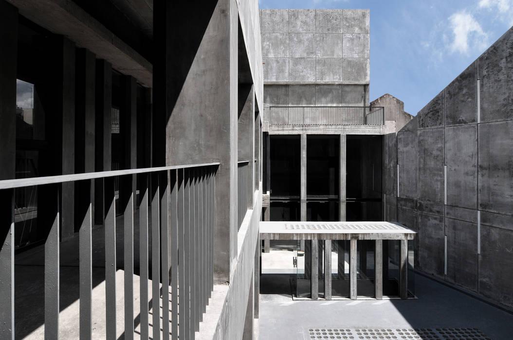 Oficinas de estilo  por Ramiro Zubeldia Arquitecto,