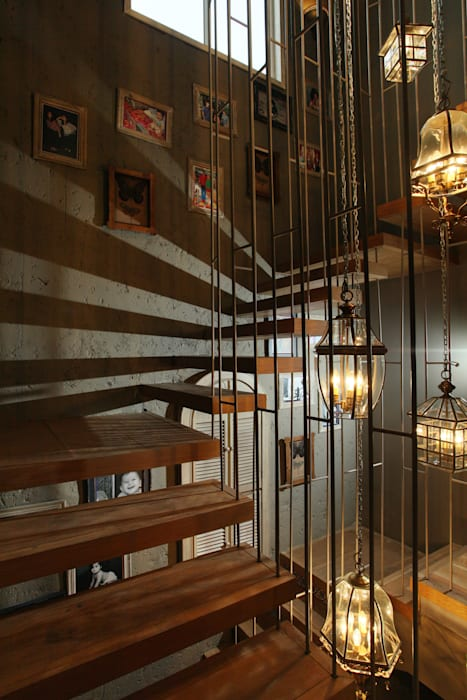 Staircase:  Corridor & hallway by groupDCA