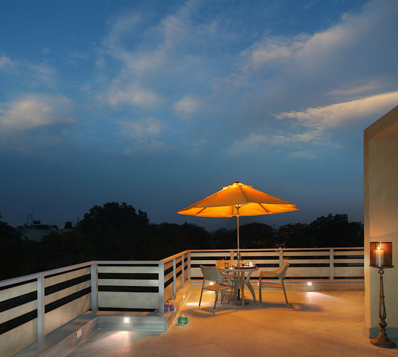 Terrace Minimalist balcony, veranda & terrace by groupDCA Minimalist