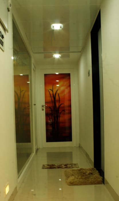 The passage area Modern corridor, hallway & stairs by homify Modern Glass