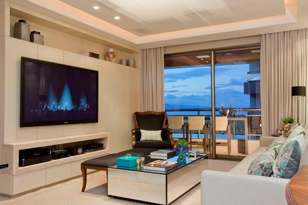 Priscila Koch Arquitetura + Interiores Classic style living room