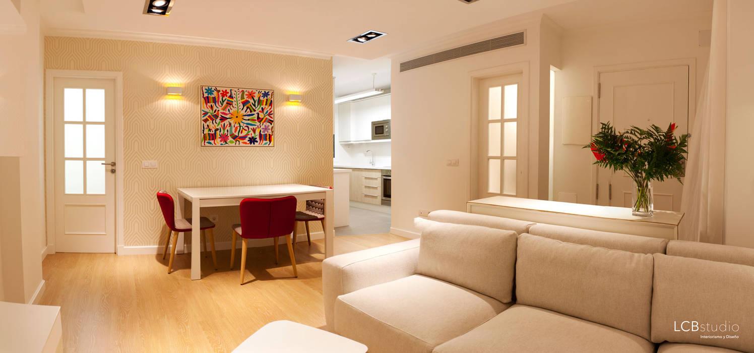 Reforma piso Salones de estilo moderno de LCB studio Moderno