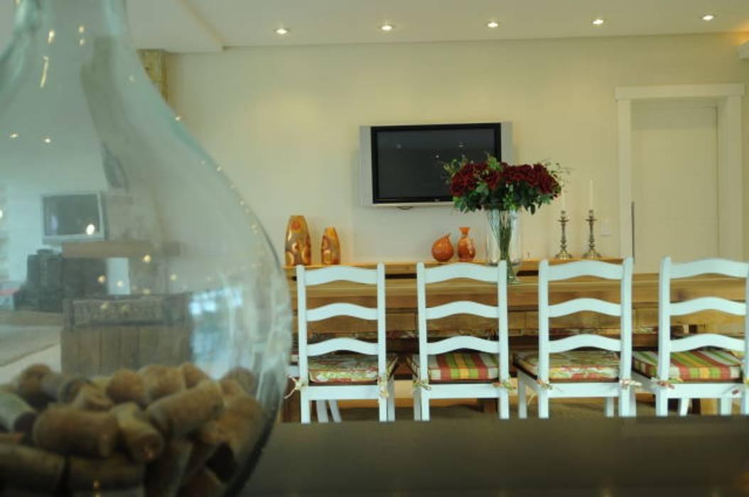 Modern dining room by João Linck   Arquitetura Modern
