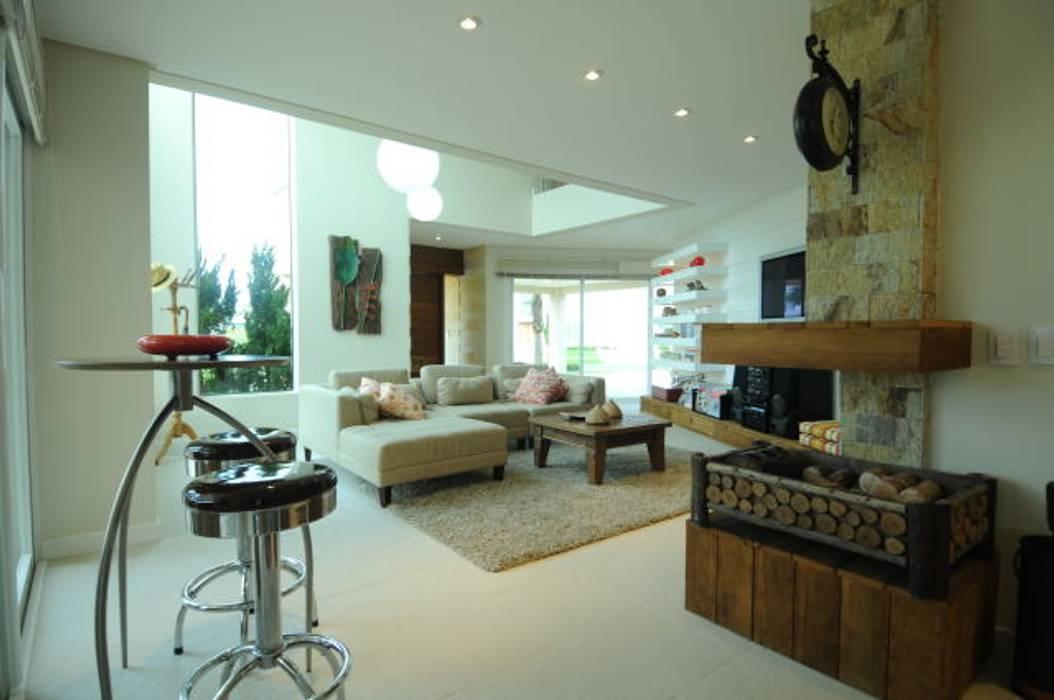 Casa Atlântida Ilhas Park: Salas de estar  por João Linck | Arquitetura,Moderno