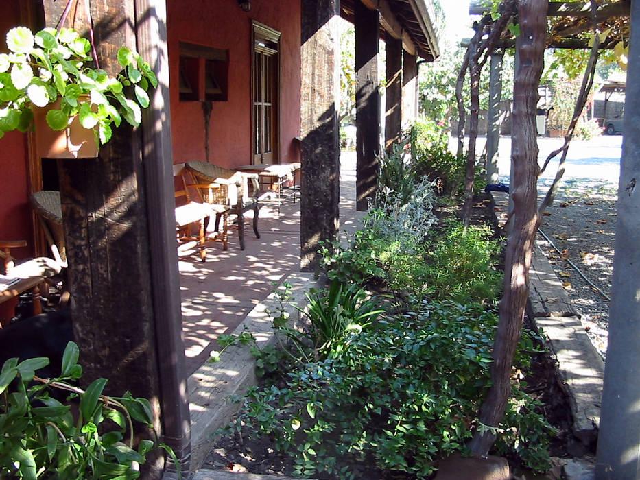 Terraza: Casas unifamiliares de estilo  por ALIWEN arquitectura & construcción sustentable
