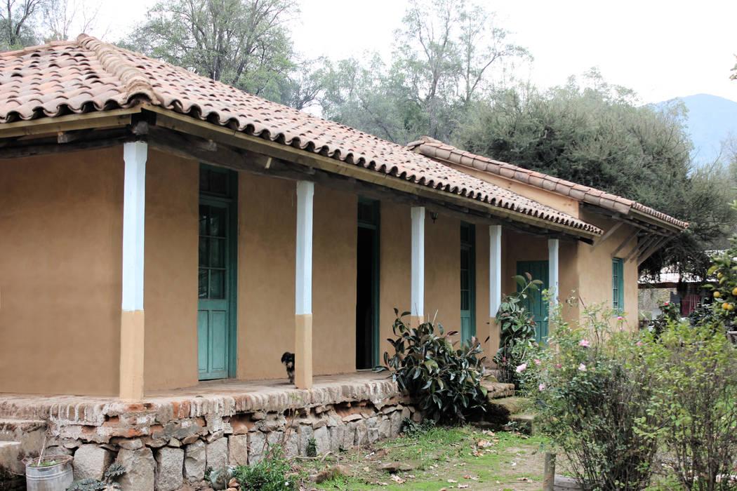 Subsidios de Reparación Patrimonial de Adobe por ALIWEN: Casas unifamiliares de estilo  por ALIWEN arquitectura & construcción sustentable