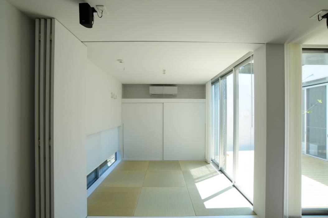 畳スペース モダンデザインの 多目的室 の 有限会社 橋本設計室 モダン