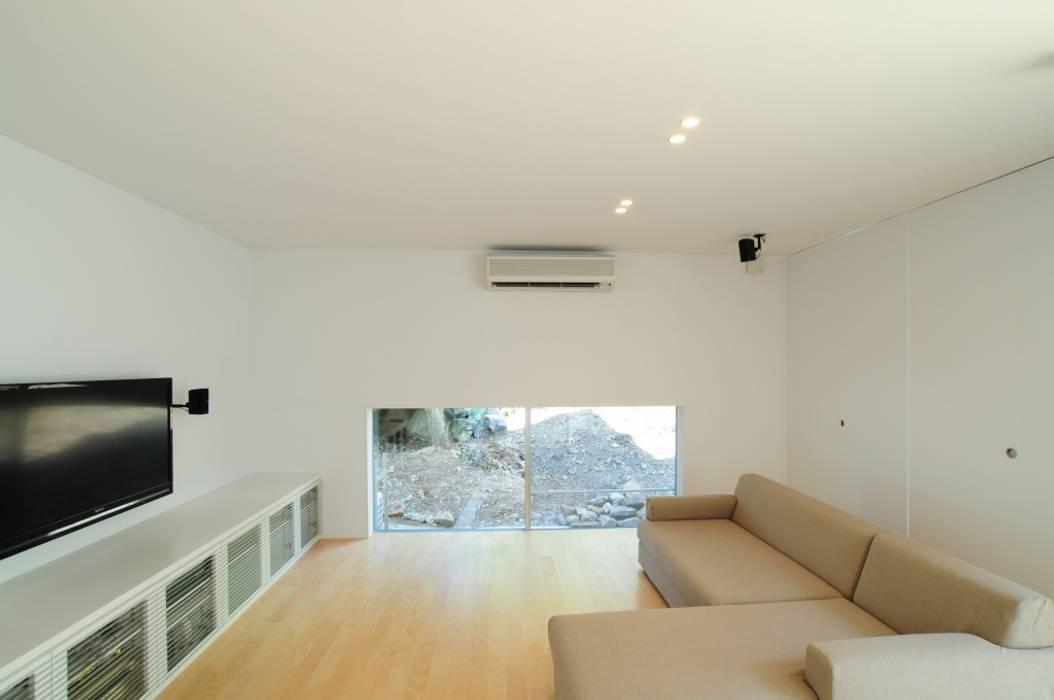 リビング 有限会社 橋本設計室 モダンデザインの リビング