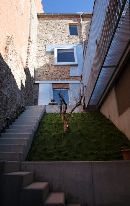 Viladecavalls House Minimalist style garden by CABRÉ I DÍAZ ARQUITECTES Minimalist