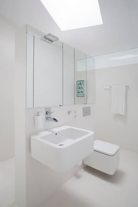 Bathroom by CABRÉ I DÍAZ ARQUITECTES,