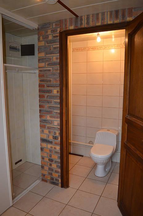 Des WC fermés: Salle de bains de style  par Mon Intérieur Sur Mesure (MISM)