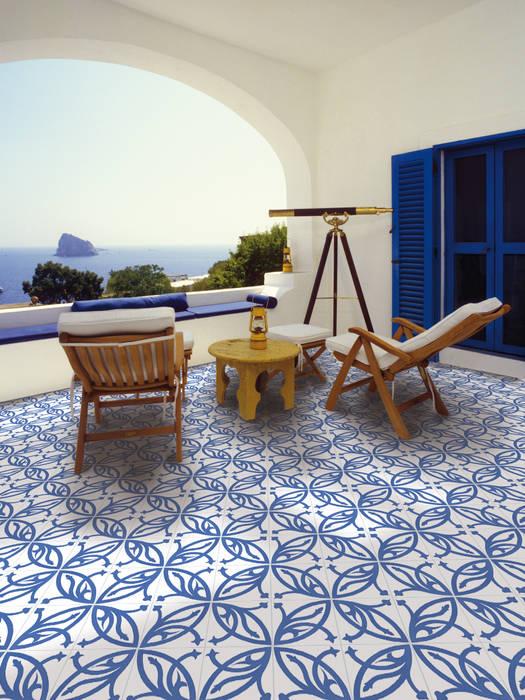 homify Balcone, Veranda & Terrazza in stile eclettico Ceramica Blu