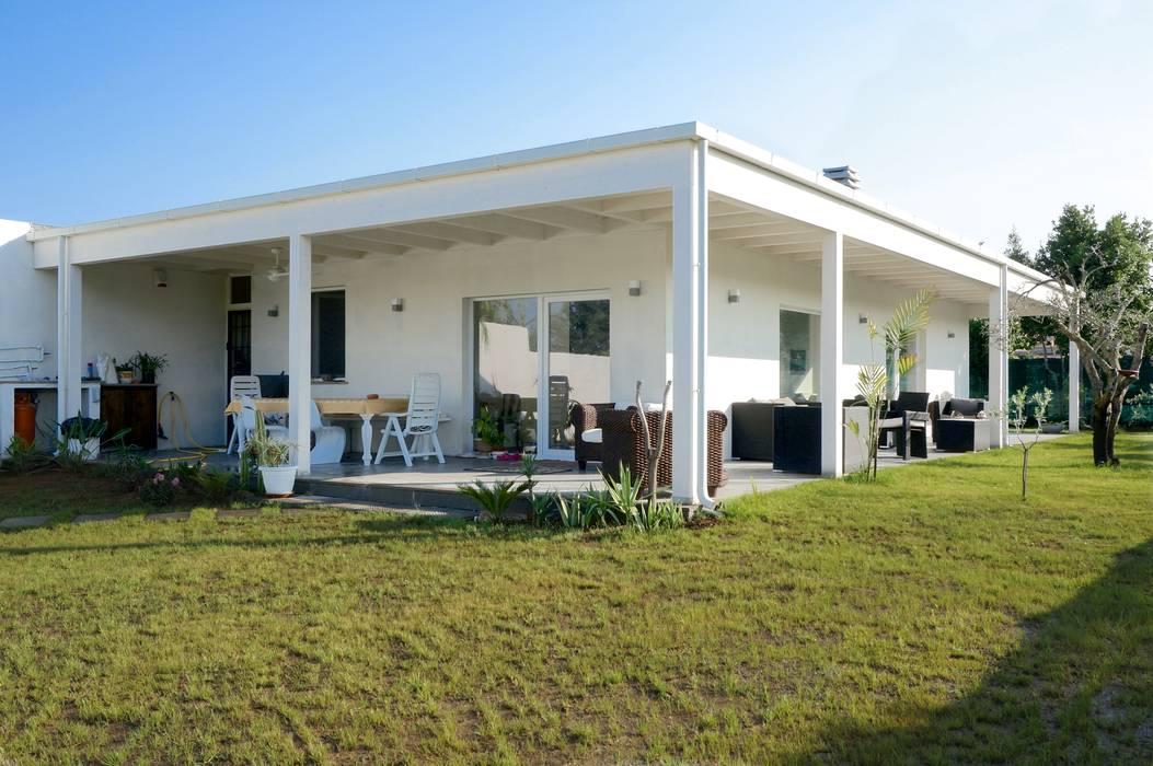 現代房屋設計點子、靈感 & 圖片 根據 Technowood srl 現代風
