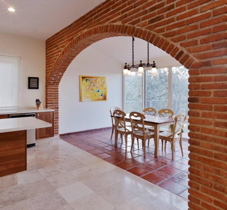 Столовые комнаты в . Автор – Excelencia en Diseño, Колониальный