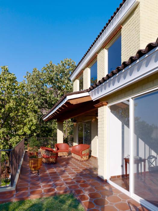 terraza Excelencia en Diseño Balcones y terrazas de estilo colonial Madera Beige