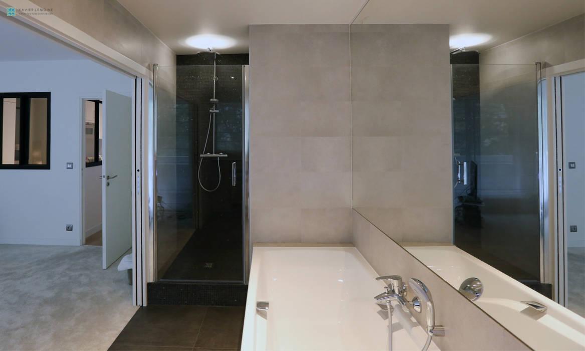 Salle de bain moderne: salle de bains de style par xavier lemoine ...