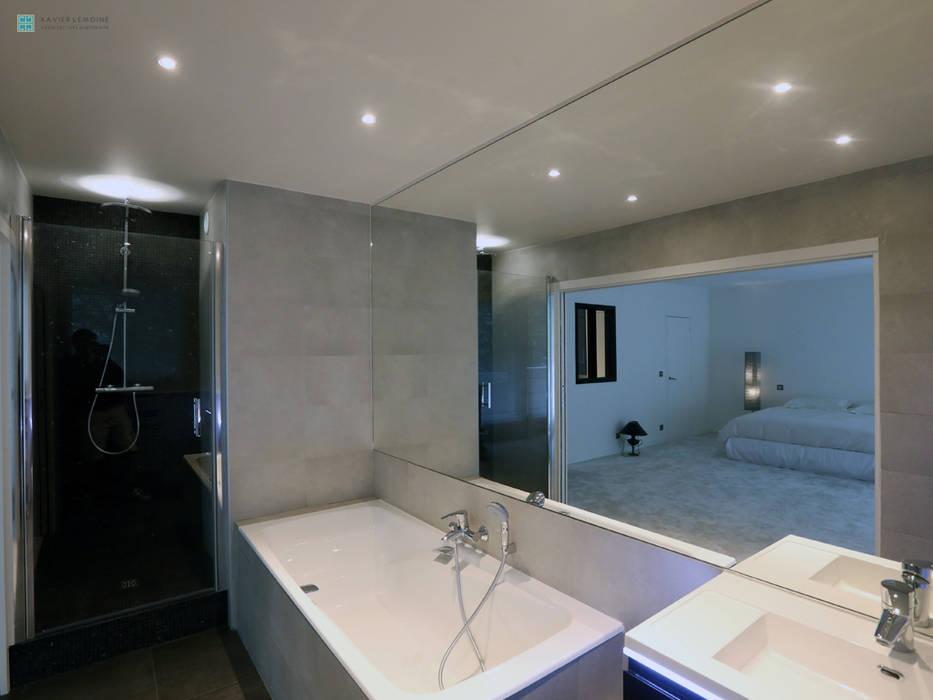 Salle de bain moderne: Salle de bains de style  par Xavier Lemoine Architecture d'Intérieur