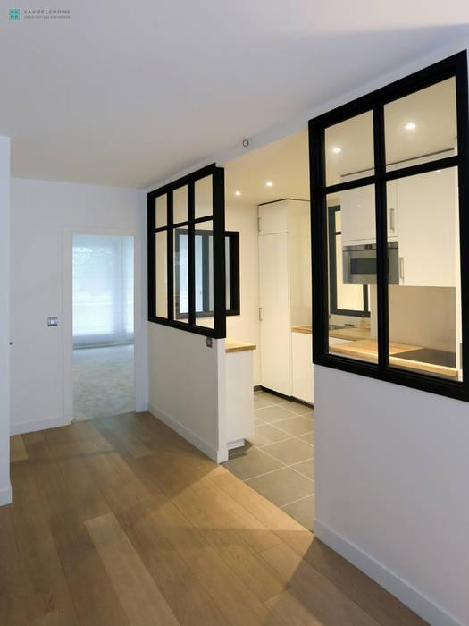 Cuisine avec verrière: Cuisine de style de style Moderne par Xavier Lemoine Architecture d'Intérieur