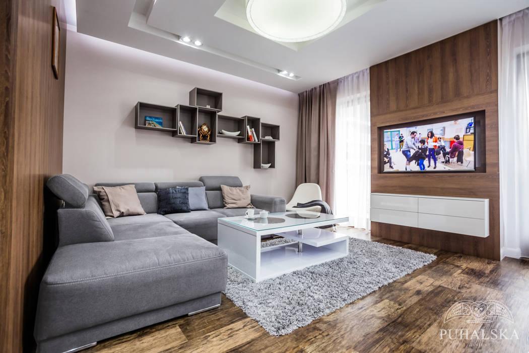 Living room by PUHALSKA DESIGN