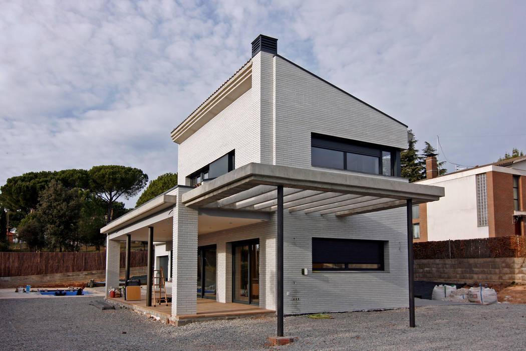 Modern houses by Atres Arquitectes Modern Bricks