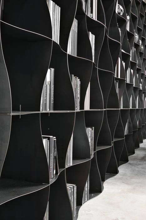 Regał na książki | Ronda Design | Biblioteczka Iron-ic BandIt Design Pomieszczenia biurowe i magazynowe Żelazo/Stal Szary