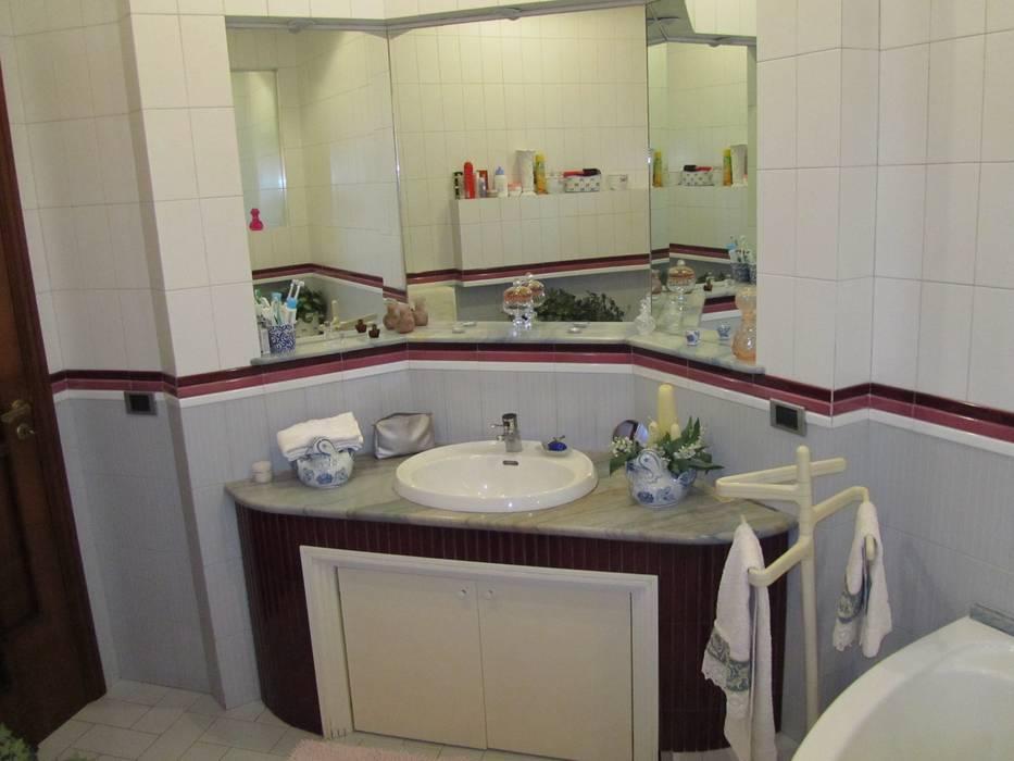 Consolle bagno: Bagno in stile in stile classico di Cesario Art&Design