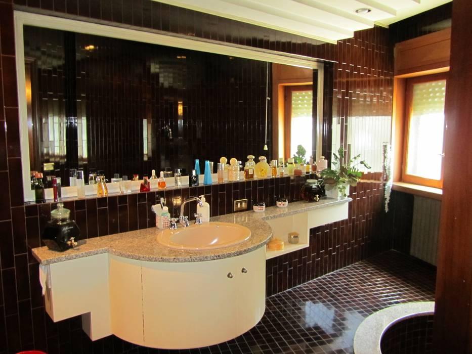 Bagno: Bagno in stile in stile Mediterraneo di Cesario Art&Design