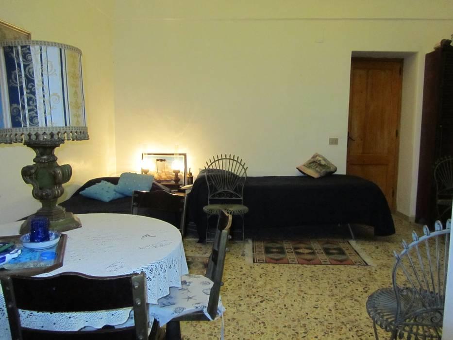 Camera da letto: Camera da letto in stile in stile Rustico di Cesario Art&Design
