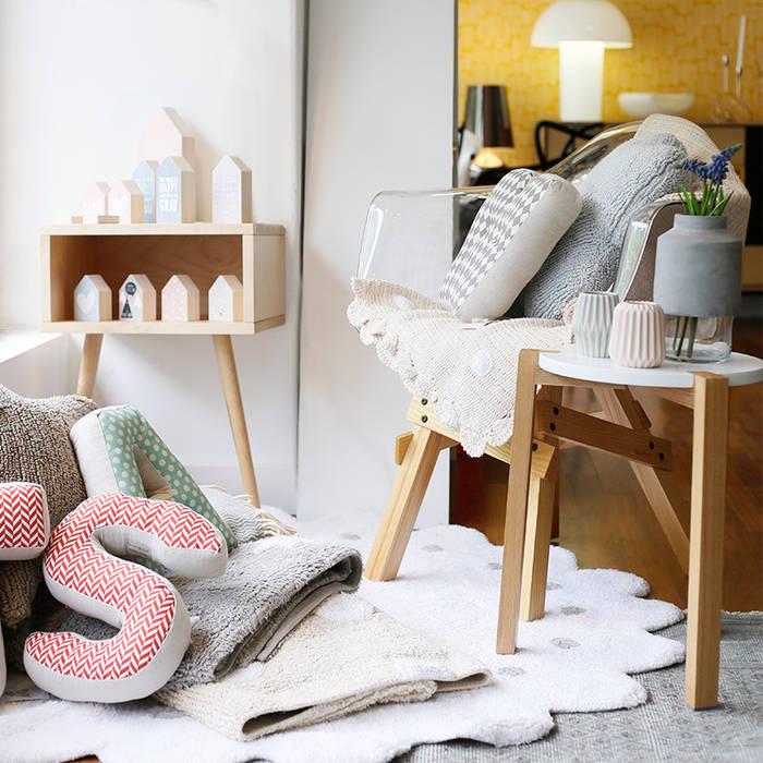 Showroom Casas com Design - Espaço crianças Espaços comerciais minimalistas por Casas com design Minimalista Madeira Acabamento em madeira