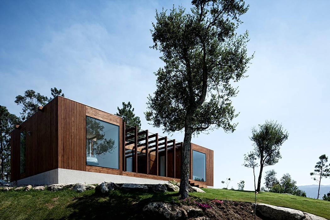 Treehouse Douro Jular Madeiras Casas modernas Madeira Acabamento em madeira