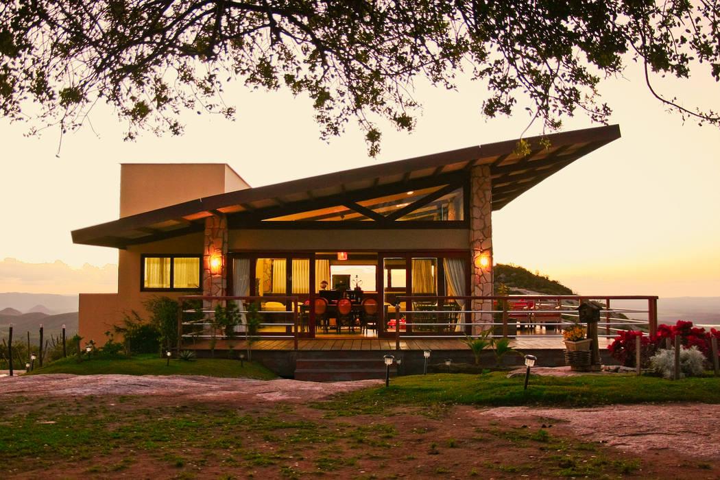 Casas de estilo  de Duo Arquitetura, Rural Madera maciza Multicolor