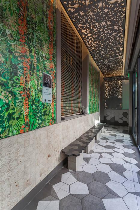 Galería frente al patio de la casa. Galerías y espacios comerciales de estilo moderno de Matealbino arquitectura Moderno