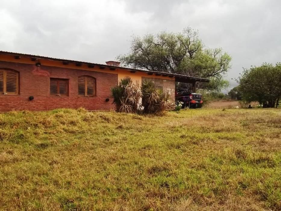 Exterior de la propiedad Casas rústicas de Liliana almada Propiedades Rústico